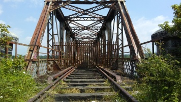 The disused Red Iron Bridge